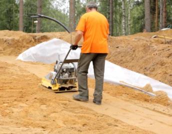 Планировка песчаного основания для устройства габионов